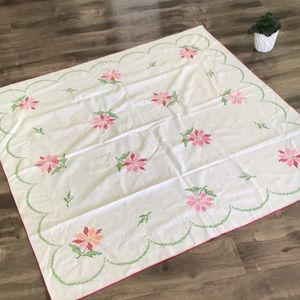 VINTAGE floral cross-stitched Tablecloth 🌸